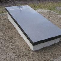 Enkel monument E84
