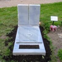 Enkel monument K18