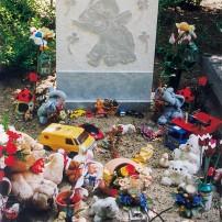 Enkel monument K6